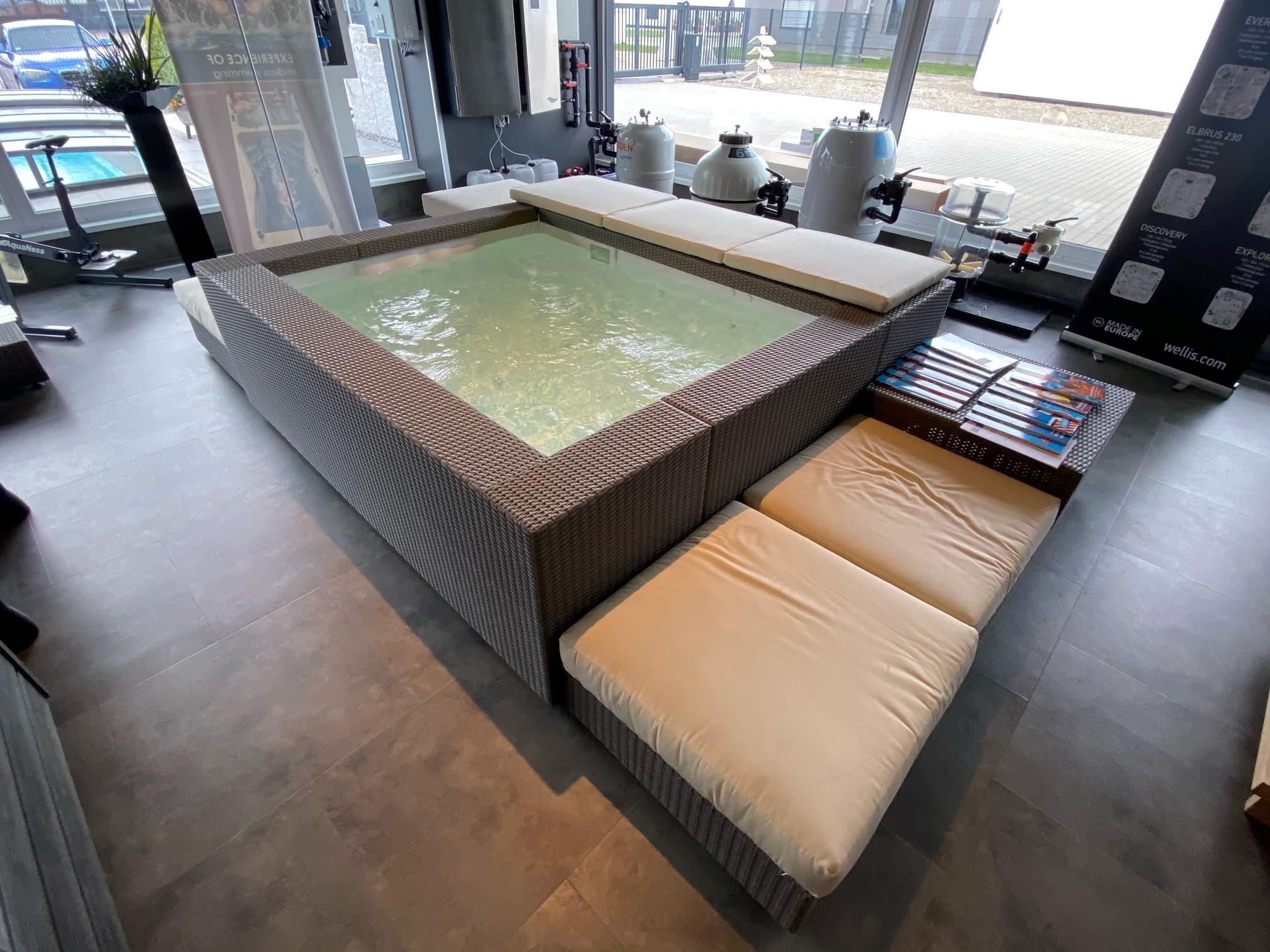 Laghetto Pool Playa Living